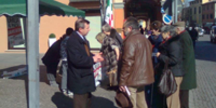 Il PD in piazza per le firme, la sera alla festa dei sapori